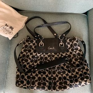 COACH ASHLEY SIGNATURE BLACK/GRAY CARRYALL